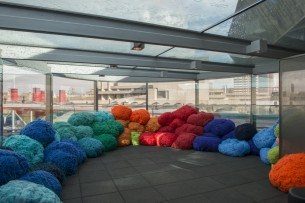http://glasgowinternational.org/wp-content/uploads/2015/09/4.Sheila-Hicks_WATERLOO_SUNSET_PAVILION_41-305x203.jpg