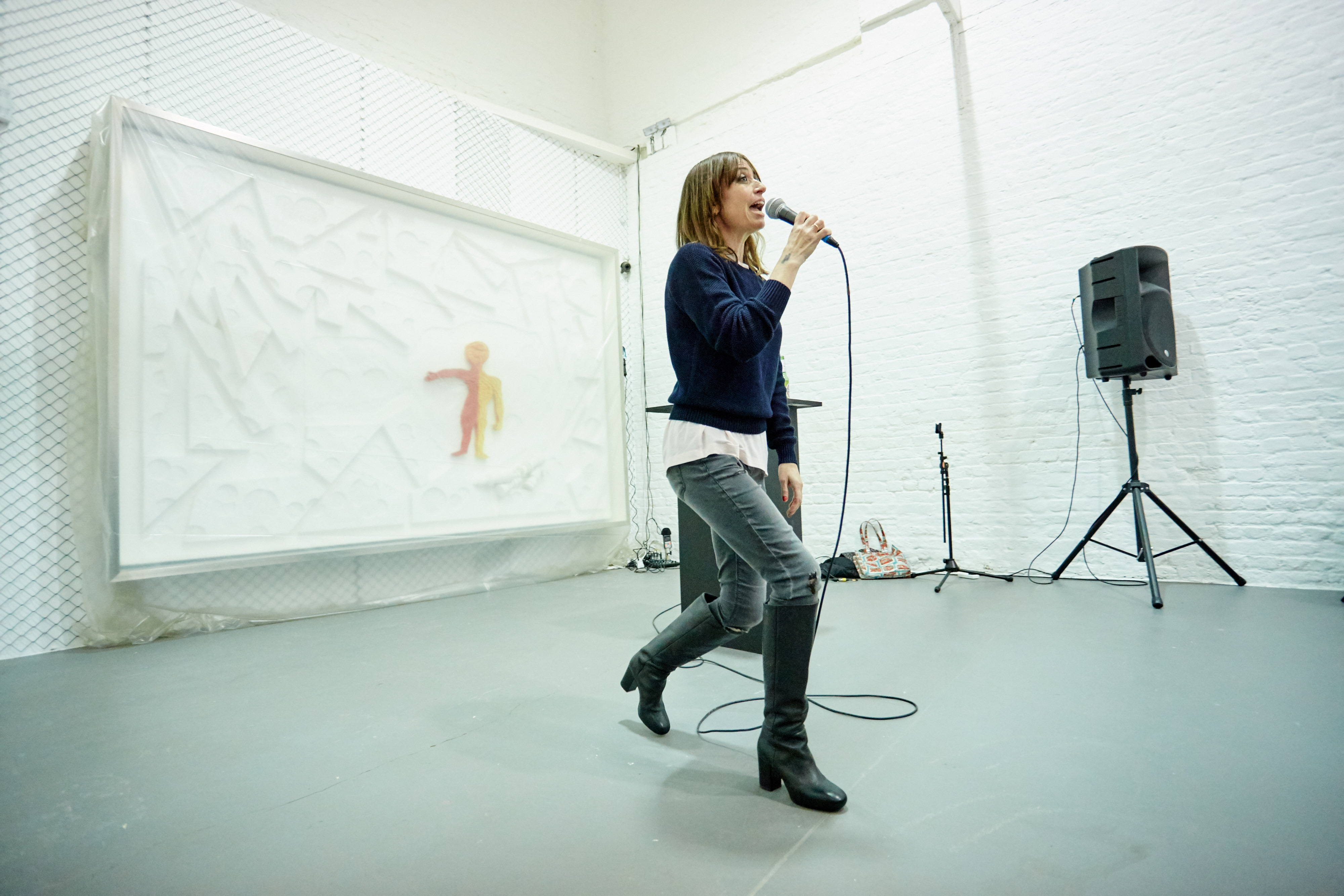 Sue Tompkins, 'Kim do the V' (performance), 2015, David Roberts Art Foundation, London, 2015. Courtesy of The Artist and The Modern Institute/Toby Webster Ltd, Glasgow