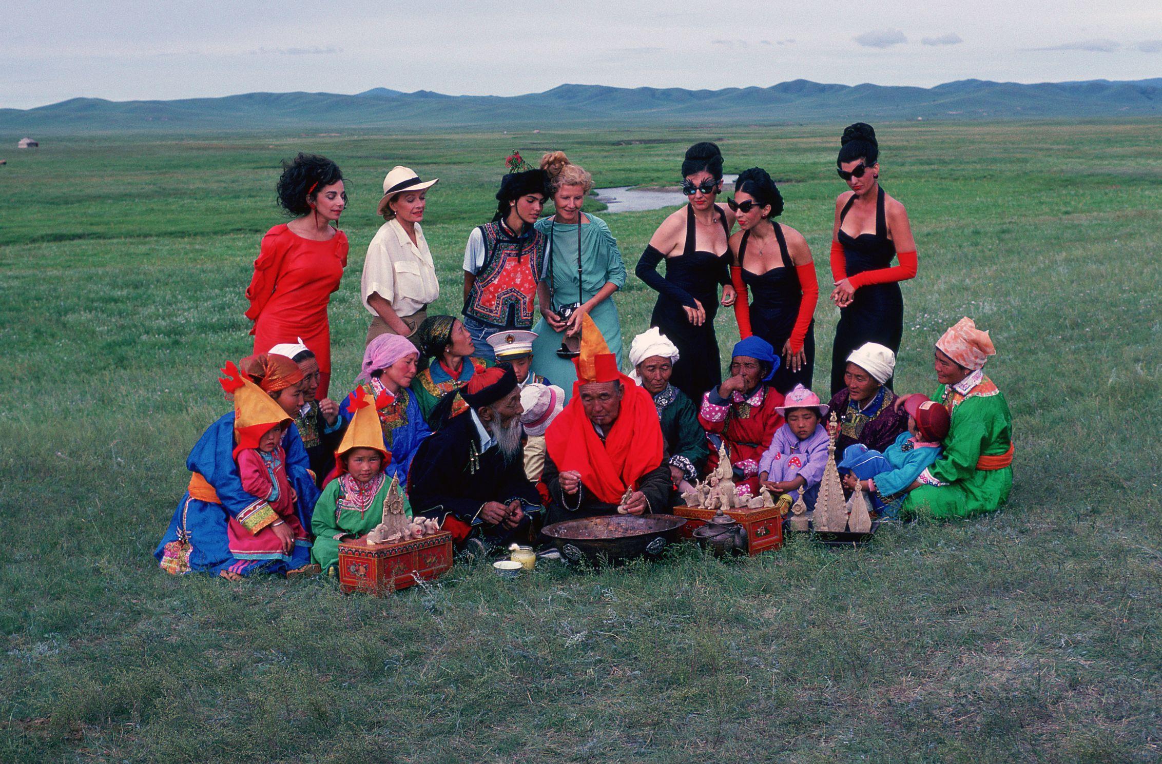 Ulrike Ottinger, Begegnung im Grasland, 1988. Colour photograph. Context: Johanna d'Arc of Mongolia, Altan Gol, Mongolia. Courtesy of the artist / Ulrike Ottinger Filmproduktion