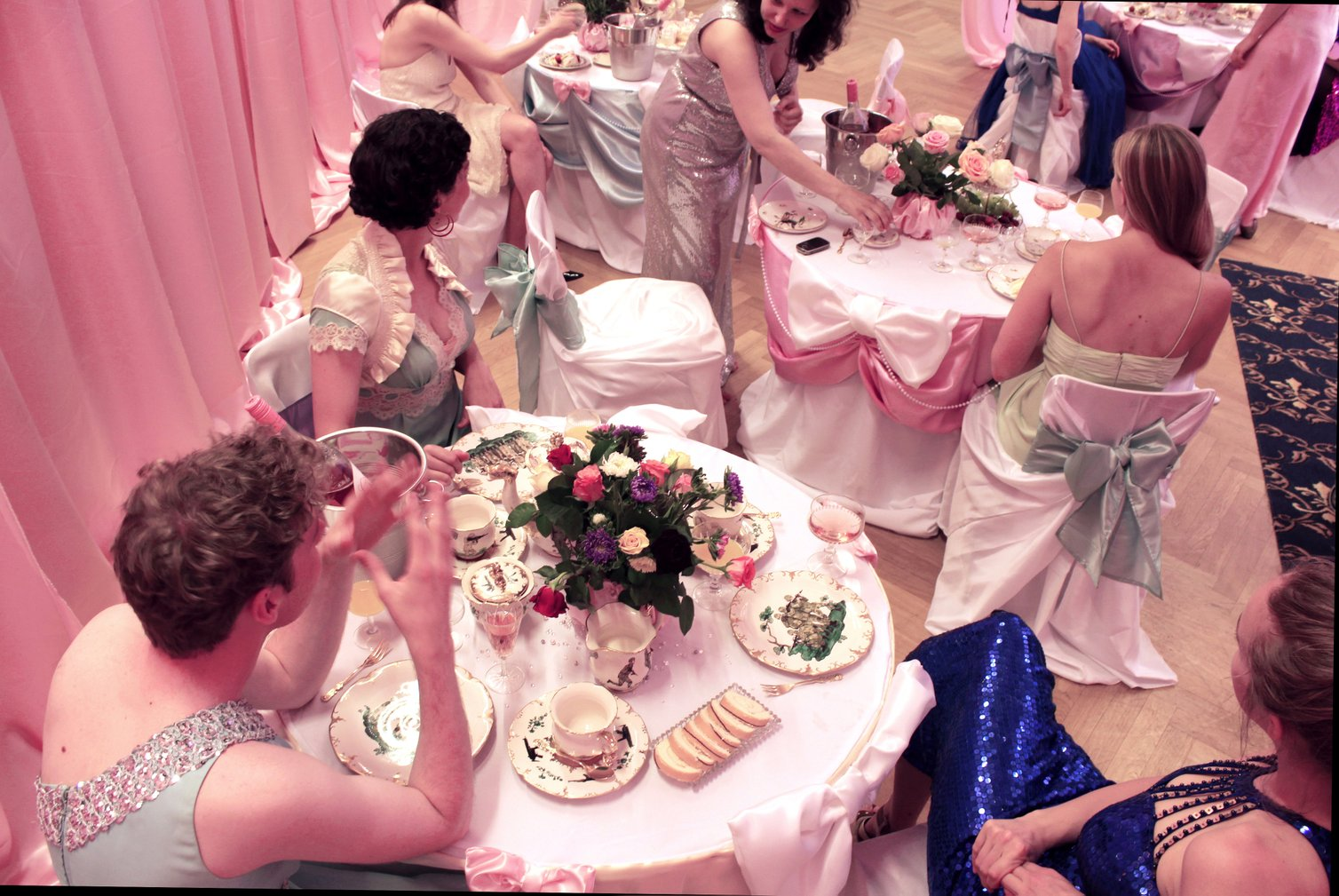 Charlotte Arnhold, Girlz Club (A Nice Cup of Tea), performance (2015)